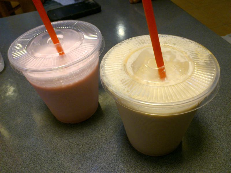 Strawberry and Chocolate Milk Shakes (Php80)