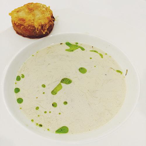 Creamy Onion and Garlic Soup, US Potato Croutons, Gruyere