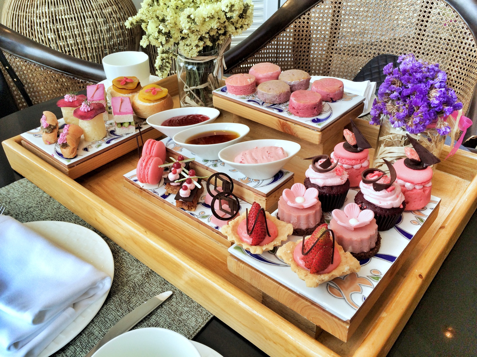 Shangri-La's Mactan Resort and Spa: Pink Afternoon Tea