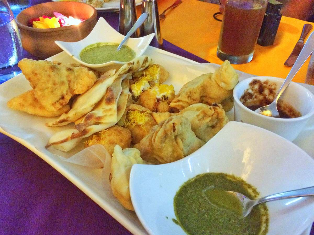 Khana: Samosa and Naan Bread